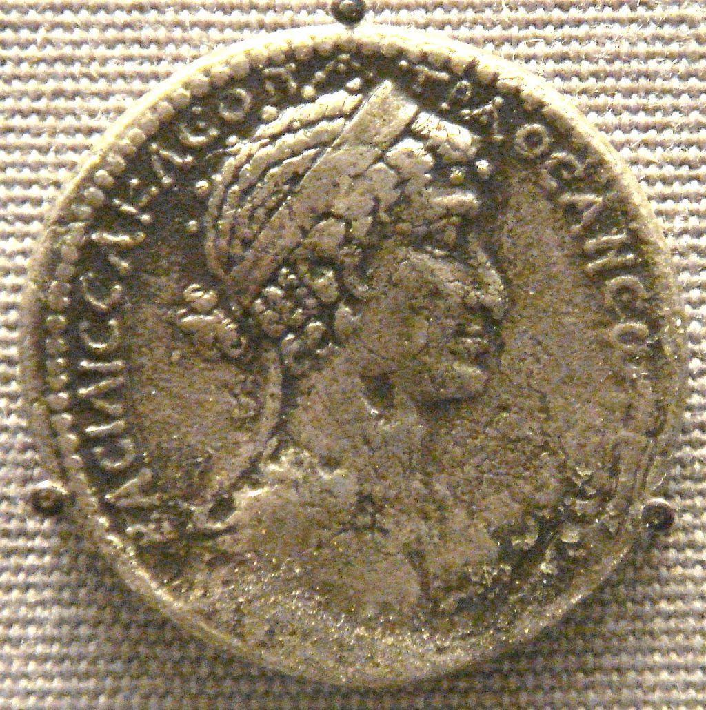 1024px-Cleopatra_VII_tetradrachm_Syria_mint
